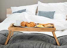 Jídelní servírovací stolky do postele