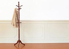 Stojanové věšáky dřevěné, kovové